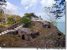 First Temple built at Cerros, Structure 5